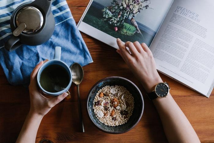 シリアルにドライフルーツを混ぜると噛みごたえや旨味が増すため、しっかり噛み締めながらより健康的に食べることができます。フレッシュフルーツやナッツ、ミルクなどと合わせるとさらにバランスの良い朝食に。