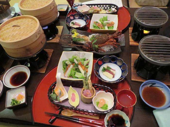 お食事もとても豪華!岩手が世界に誇る「前沢牛」や海の幸がふんだんに使われ、お腹いっぱいになります♪