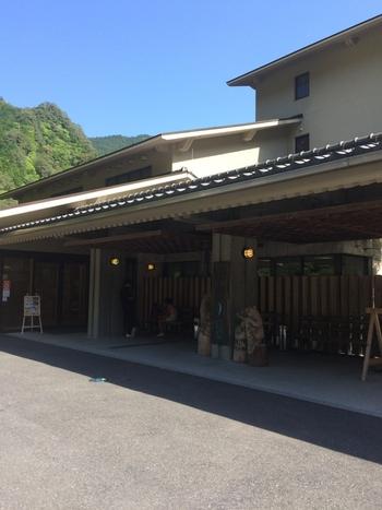 歴史ある龍神温泉も「季楽里 龍神」は比較的新しく作られており、雰囲気も良いです。 日本三美人の湯の1つともいわれる温泉は、肌にあたる湯がやわらかく、ポカポカと心から暖まります。