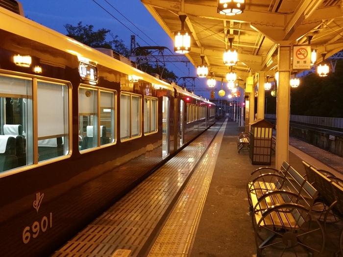 【夕暮れ時が一番素敵。「阪急嵐山駅」】。