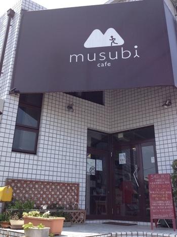 「ムスビカフェ」は、ランナーに人気のカフェ。地産地消・楽穀菜食をテーマにした健康的な料理が味わえます。
