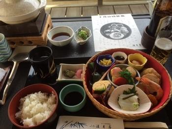 """""""季節の竹弁当""""は、月毎に替わります。旬の食材を活かした京都ならではのお弁当です。"""