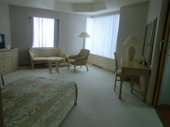 こちらは ザ・タワーの客室。 なんと、すべての客室がスイートルーム!ワンフロアに4部屋しかない贅沢なつくりになっています。