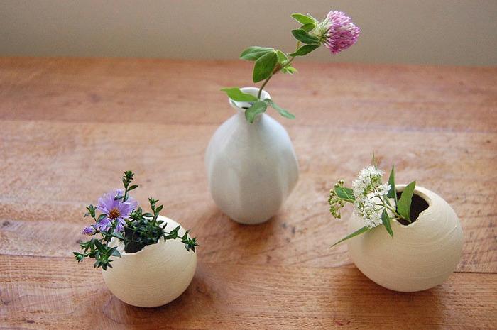 この柔らかい白とシンプルさがどんなお花でも引き立ててくれます。伝統ならではの風合いとモダン雰囲気もあり見ているだけでも背筋が伸びそうですね。