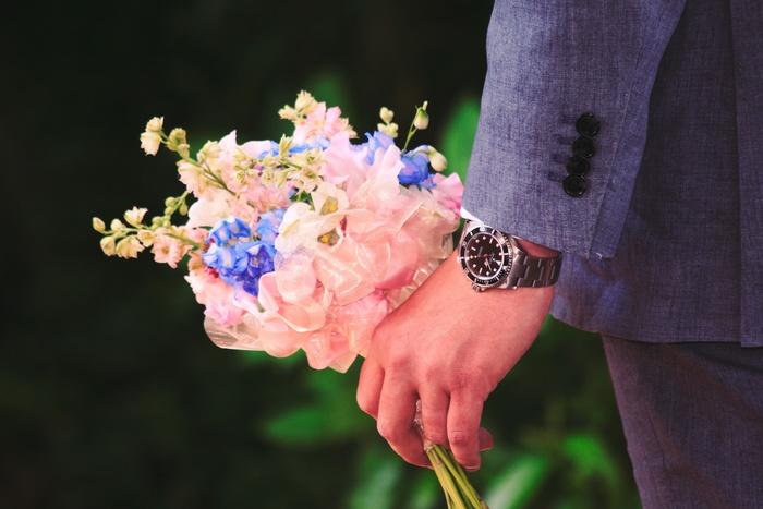 淡いブルーとピンク。ブルーはさわやかでクールな印象に、ピンクはほんのり甘い優しい印象になります。更に2つを組み合わせれば、ジェンダーレスなスタイルの完成です。
