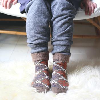 折っても伸ばしてもかわいい♪履く靴や洋服によっていろいろなコーディネートが楽しめます。もちろん足首までしっかり暖かく、冷え性の人にもおすすめです。