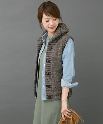 ベストは少し肌寒くなってきた今から着ることができます。ワンピやパンツ、スカートと何でも相性がいいのも嬉しいですね♪