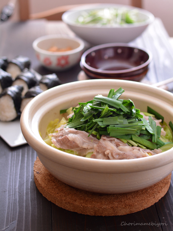蒸したキャベツの美味しさにじんわり癒されましょう。豚バラとの相性も抜群です。忙しい時にもサッとつくれる、お役立ちレシピ。