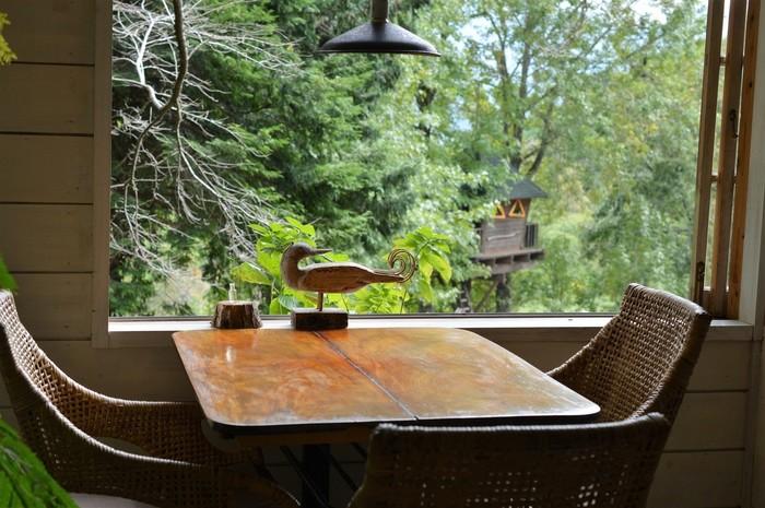 森の中のカフェならではの風景もご馳走のひとつ。