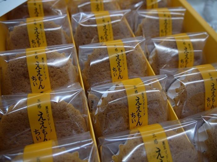 他にも、「ええもんちぃ」という米粉を使った黒豆入りのマドレーヌは、駅や空港のお土産売り場でも扱われているので、関西土産の鉄板です。