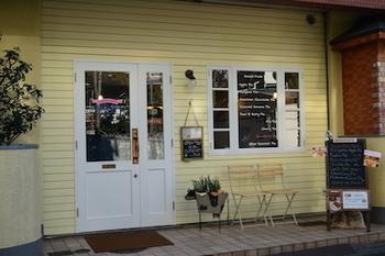 1978年目白で創業した「ママタルト」。姉妹店にも受け継がれるハンドメイドの優しい味のパイにファンは多く、現在では上野毛店とお取り寄せでその味をいただくことができます。