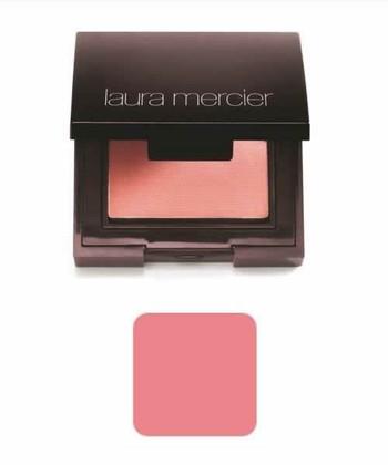 「laura mercier」のセカンドスキンチークカラーです。シルクのようになめらかで、肌なじみのよいパウダータイプチークです。全12色と豊富なカラー展開なので、自分にピッタリのピンクを見つけましょう。