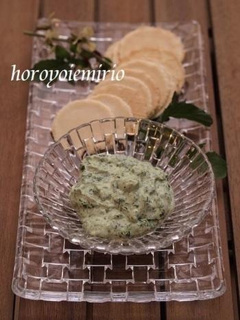 カッテージチーズにルッコラをミックスさせたレシピ。 ホワイトペッパーやオリーブオイルを使って、美味しく仕上げましょう。
