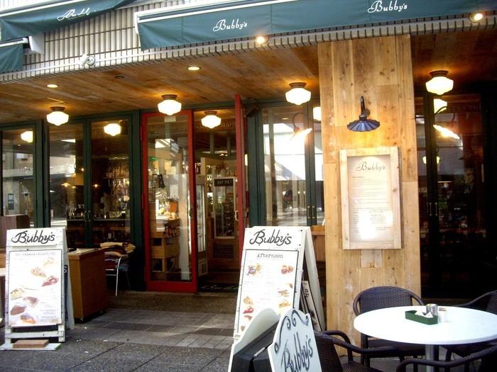 NY発のレストラン「バビーズ」。しっかりとお食事を頂くレストランではありますが、多くのお客さんがアップルパイを目当てに来店されるそうです。