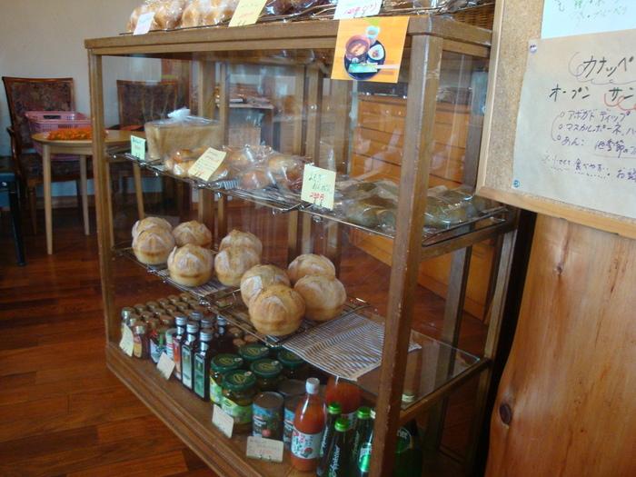 内観はこんな感じです。総菜パンがほとんどないという珍しいお店です。