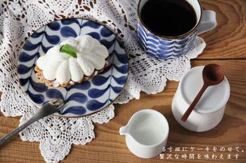 さらにお揃いのマグカップもあり小さい5寸皿は、パンやスイーツのお皿としてだけでなく、ソーサーとしても活躍してくれて便利です。