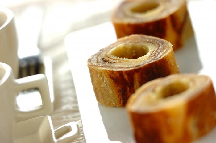 バウムクーヘンも卵焼き器で作れますよ。ちょっとしたおもてなしにも向いています。バウムクーヘン手作りしたの♪と言ってサーブしてみませんか?ホットケーキミックスを使って手軽においしく。