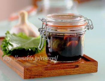 大葉とにんにくを醤油に漬けただけのシンプルさ。でもどんなお料理にも使えます!