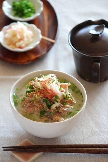 家飲みで〆のメニューとして出したいサンマのだし茶漬け。醤油麹によってコクのある味わいになります。