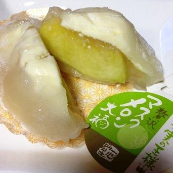 マスクメロンの果肉が入った贅沢なフルーツ大福。 ジューシーで食べ応えもありそうです!