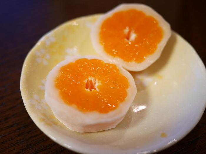 大福を切った時のこの断面は必見です! オレンジの花の様になっていて、とってもきれい。