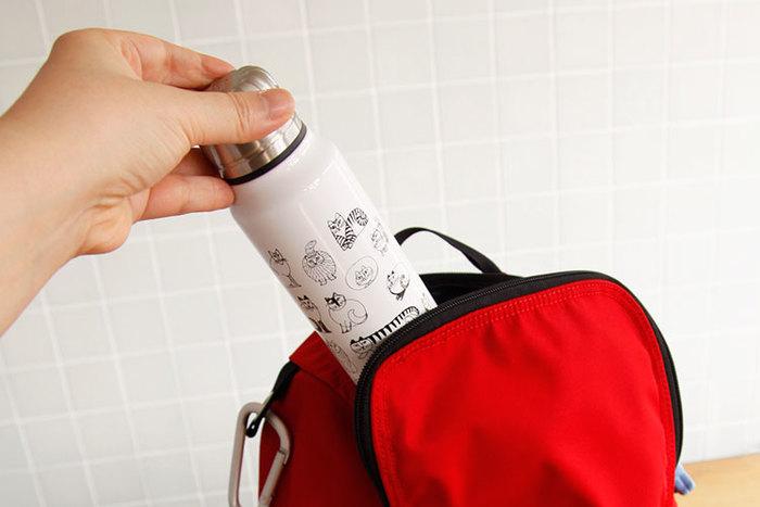 スリムなフォルム、バッグに入れてもかさばりにくいので、毎日のお供にぴったりです。