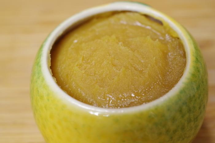 名物の『柚子味噌』は、柚子の芳香が素晴らしく、上品な味わい。嵯峨水尾産の特上の柚子を用いて作られた『柚子味噌』は、便利でとびきり美味しい調味料。豆腐や大根の田楽はもちろんのこと、温かいご飯やトースト、料理の隠し味にも使えます。