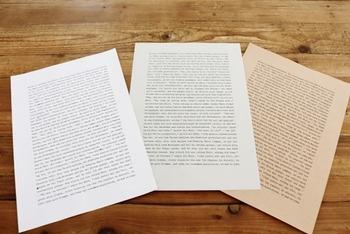 同じ文字でも使う用紙によって雰囲気が大きく異なります。こちらは左から、普通のコピー用紙・新聞用紙・クラフト用紙にプリントしたもの。瀧本さんによると、一番古びた雰囲気が出るのが新聞用紙なのだそうです☆