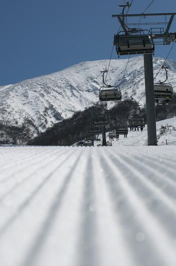 地元グルメを満喫しながらの、のんびり春スキーもなかなか楽しそうですね♪帰りに温泉に立ち寄ったり、遊び方もいろいろ。ぜひこの春のレジャーは、ゲレンデにお出かけしてみませんか?