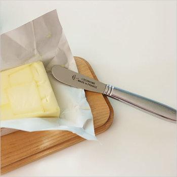 バターやジャムを大切に扱ったら、次に必要なのがバターナイフ。レコノム社のバターナイフは、軽くて丈夫なのが特徴。丸いフォルムと、お馴染み傘マークも可愛いですね♪バターナイフとしてだけでなく、チーズやパテなどのお料理でも大活躍します。