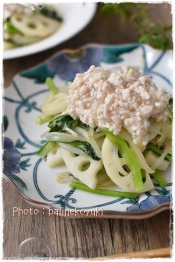 塩麹で作った「鶏そぼろをあん」を常備菜として作っておくと、様々なおかずにかけて使えますよ♪野菜炒めや、茹で野菜、カボチャなどの煮物にも◎