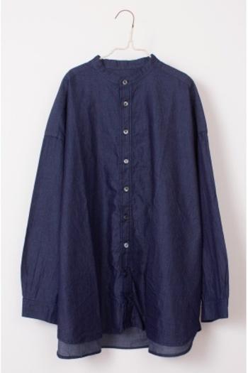春まで使えるのにセールになっていることが多いデニムシャツ。着回し力の高いアイテムなのでセールで見つけたら即買いアイテムです。