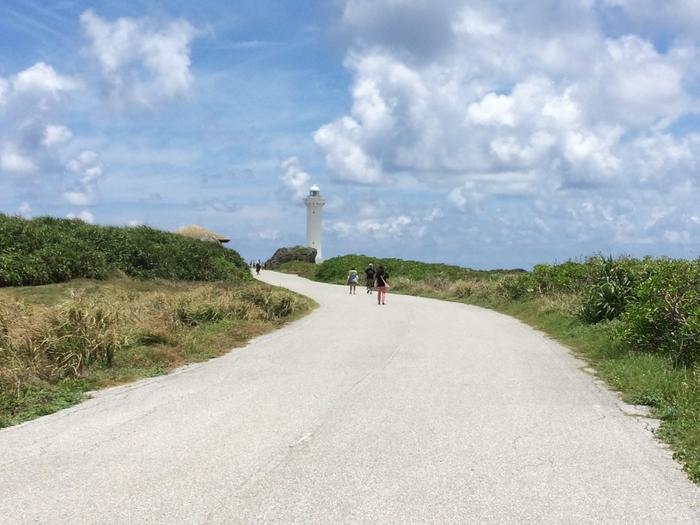 緑と空、灯台のコントラストが素晴らしいですね^^  駐車場から灯台を目指すにはひたすら歩くのみ!