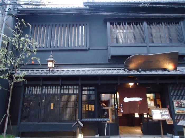 錦市場すぐの「一の傳」は、西京焼きと懐石料理の専門店。 店の雰囲気、接客、サービス共に良く、リーズナブルな価格で美味しい懐石料理が頂けると大人気の老舗店です。