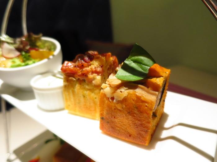 横浜・元町にあるパブロは、パウンドケーキとケークサレがおいしい焼き菓子専門店。パリの街角のケーキ屋さんをイメージしているのだとか。カフェも併設され、おしゃれな空間の中でこだわりの飲み物とともにケークサレなどが楽しめます。