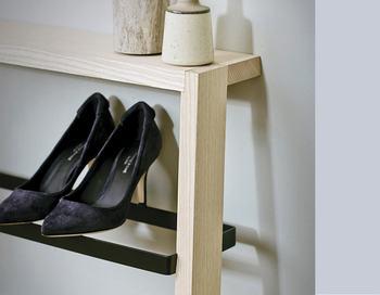 さっと収納できる上、扉の開け閉めないため、お気に入りの靴を風通しの良い環境に置くことができます。ずらりと並んだお気に入りの靴を眺めるのはテンションがあがりますよね。
