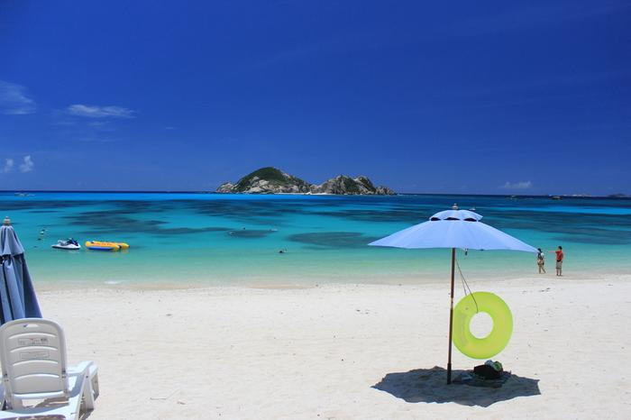 渡嘉敷島のビーチ。 観光客はもちろん、地元の人も多く訪れます。