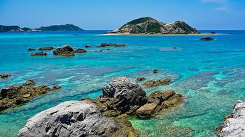 慶良間諸島には、大小さまざまな島が点在します。