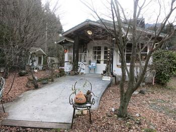 ヨーロッパの田舎にありそうな森の中に佇む一軒家カフェは、地元でも評判のお店だそうです