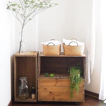 DAHLIA★さんの家の収納で活躍しているのが木箱です。置き場所やアイテムによって、組み合わせを変えるだけで対応でき、模様替えもラクラク。