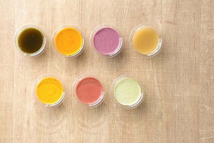 様々な野菜の色素が映えた彩り豊かなドレッシングは、全てグルテン&カゼインフリーです。