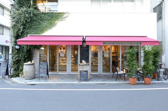 フランス由来の自家製のハムやソーセージ、パテなどのシャルキュトリー(肉加工品)がメインのこちらのお店。
