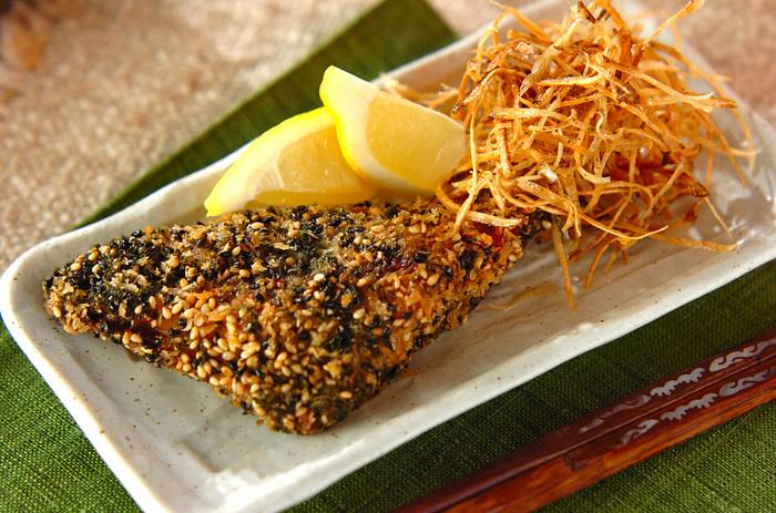 独特の風味と、プチプチという食感がポイントの「ごま揚げ」。お魚ともお肉とも相性が良いですよ♪