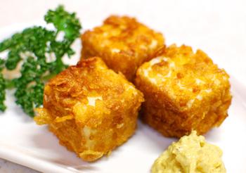 プレーンのコーンフレークを使った変わり揚げは、カリカリ・サクサクとした軽い食感が魅力的です。