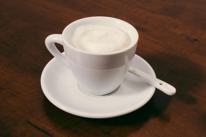 いかがでしたか?お店で頂くロイヤルミルクティーもとってもおいしいですが、自分のお気に入りの茶葉で、好きな濃さでご自宅で作るのもおすすめ。 ぜひ寒い冬の朝に、眠れない夜に、ゆっくりと飲んでみてはいかがですか?
