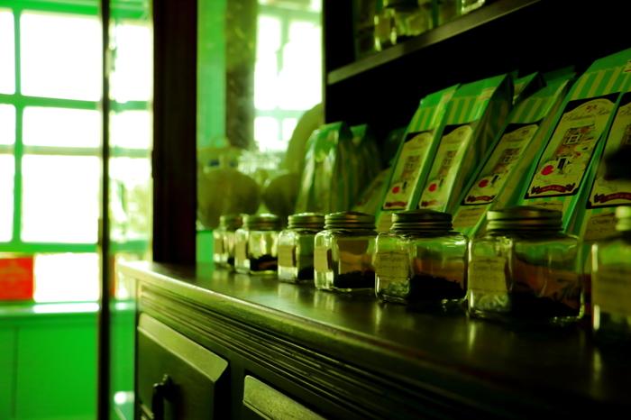 たくさんの種類がある紅茶葉ですが、ミルクの味に負けない、強めの茶葉がロイヤルミルクティーには適しているといわれています。