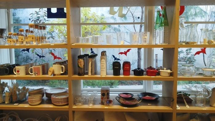 「ザ・マート・アット・フレッド・シーガル」は、アメリカ西海岸テイストのフードやコーヒー、さらに生活雑貨まであれこれショッピングを楽しめる、大人のためのフードマーケットです。