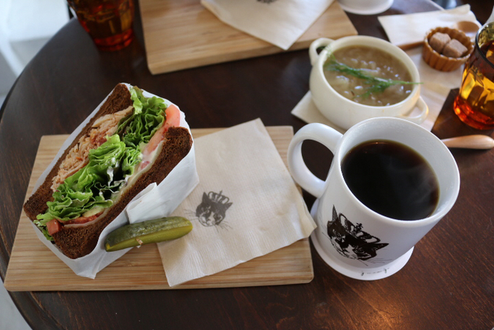 素材にこだわった具材やパンから作られた体にいいサンドイッチなんです。 パンはライ麦やセサミ、グルテンフリーを選ぶことが出来ます。