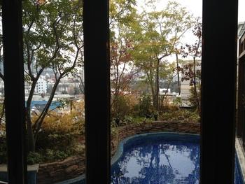 庭園を眺める大人の隠れ家空間が人気の外苑前にある「葉山庵Tokyo」 。 落ち着いた店内からゆっくり庭園を眺めることが出来ます♪