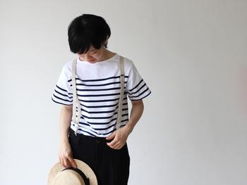 パンツにインしたスタイル。一枚で様になるのは生地がしっかりしているから。長く着られるアイテムです。